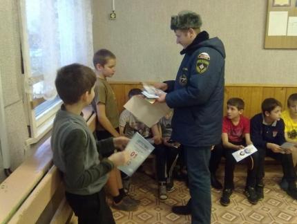 Встреча пожарных с угранскими школьниками