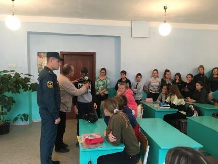 (17.10.2018) В одной из школ города Духовщины Смоленской области прошел открытый урок по Гражданской обороне