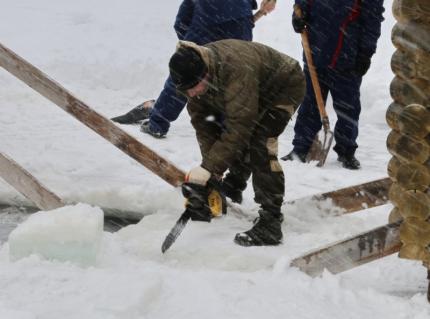 (18.01.19) Озеро Ключевое - самое популярное место среди желающих искупаться в Крещение