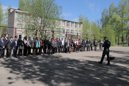 Пожарные и спасатели провели «День защиты детей» в школе №29 города Смоленска (18.05.2017)