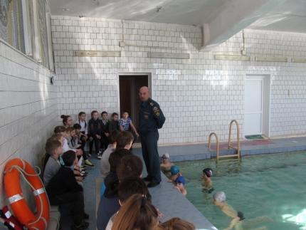 В Смоленской области инспекторы ГИМС обучают детей основам спасения на воде