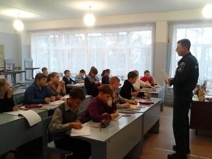В Смоленской области продолжается профилактическая работа по обеспечению безопасности детей на водных объектах в осенне-зимний период