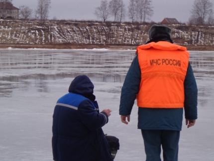 Инспекторы ГИМС предупреждают рыбаков об опасности выхода на лёд (5.03.2017)
