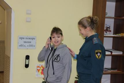 Играя в Центре противопожарной пропаганды, ребята узнают о безопасности