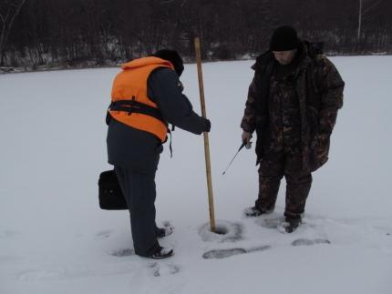 (19.01.19) Инспектируют излюбленные места рыбаков