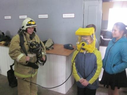 Юные пожарные перешли от теории к практике
