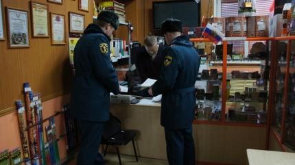 В преддверии Нового года в Смоленске проверяют места продажи пиротехники