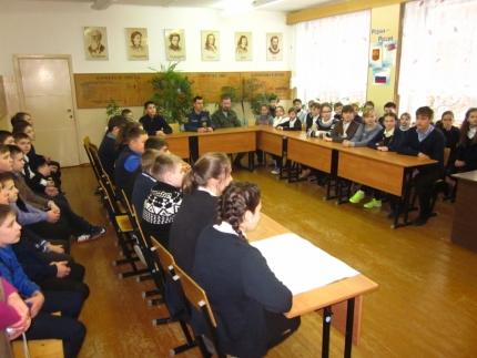 Огнеборцы и казаки провели «урок мужества» с ярцевскими школьниками
