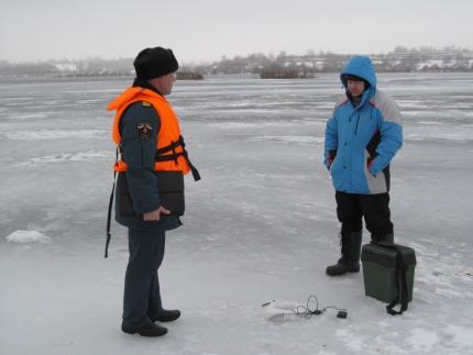 Любители зимней рыбалки на «крючке» у ГИМС (8.01.2017)