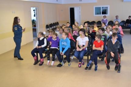 Местом встречи спасателей и школьников стал Десногорский дом детского творчества (27.01.2017)