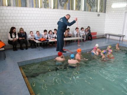 Урок безопасного плавания от сотрудников ГИМС