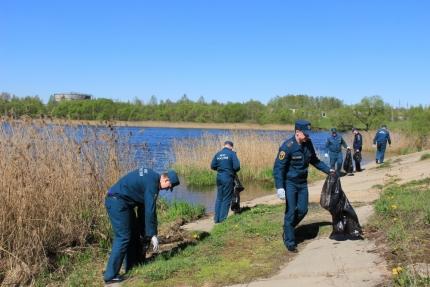 Акция по очистке берегов водоемов прошла в Смоленске