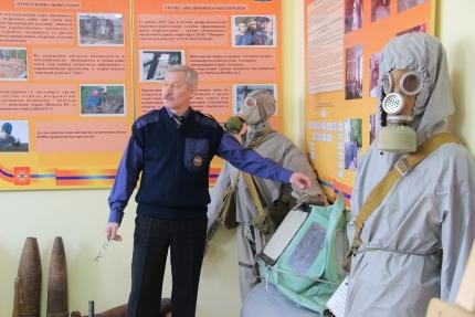 Смоленским школьникам рассказали о применении средств защиты (27.02.2017)