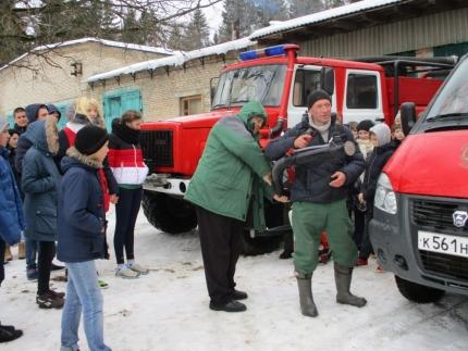Лесопожарная служба Смоленской области информирует: Шумячские школьники посетили пожарно-химическую станцию Рославльского филиала Лесопожарной службы