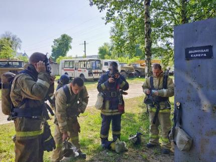 (30.05.19) Газодымозащитники 2 специализированной пожарно-спасательной части провели тренировку в дымокамере