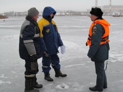 Инспекторы ГИМС напоминают о рисках подледной рыбалки (20.01.2017)