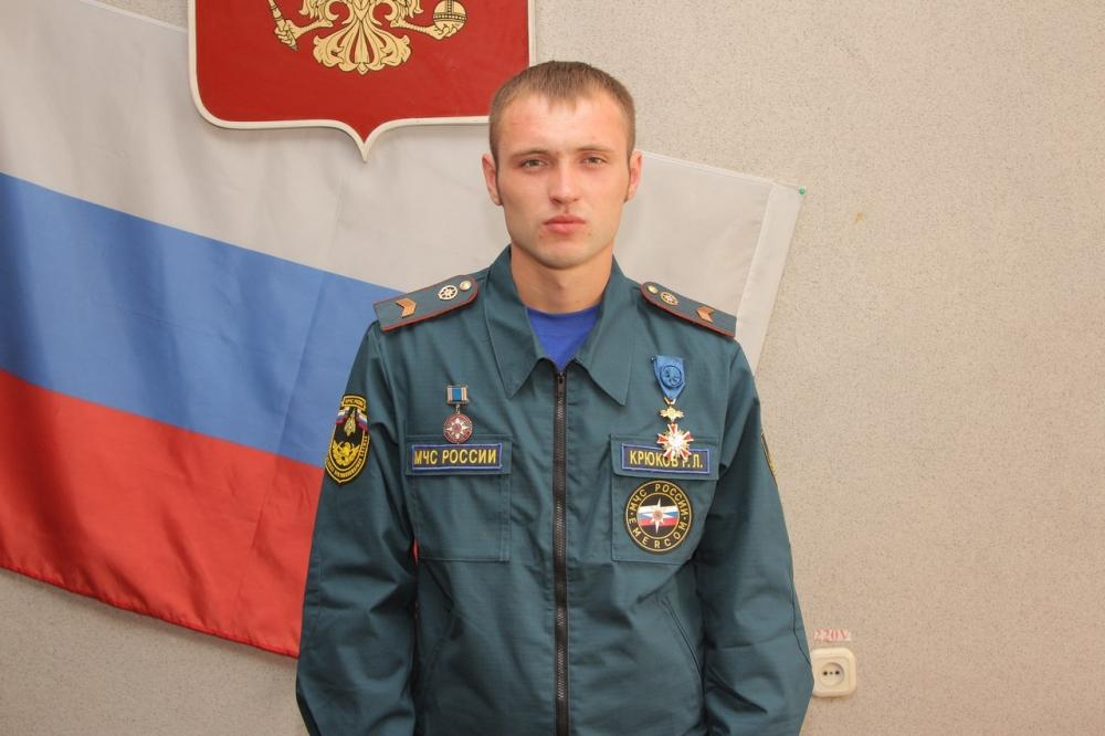 Русский парень в огне не горит