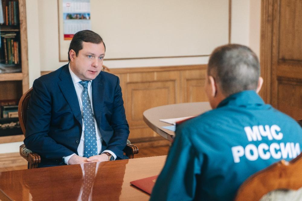 Рабочая встреча Губернатора Алексея Островского с руководителем регионального управления МЧС России Алексеем Назарко