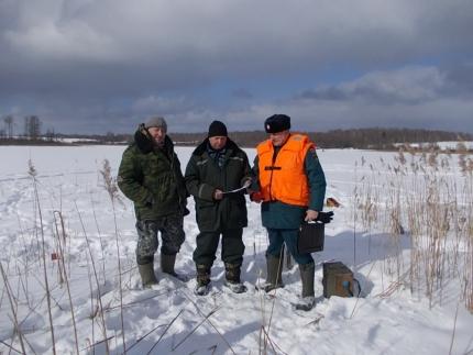 Любителям зимней рыбалки напоминают правила поведения на льду