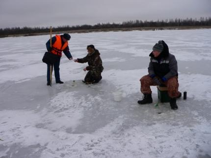 Будьте осторожны на льду водоемов