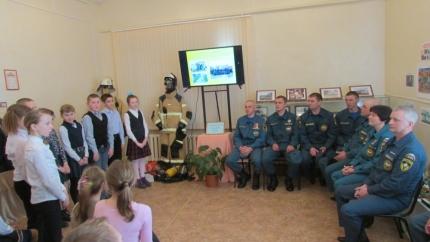 «Профессия на рубеже огня» - выставка ко Дню пожарной охраны