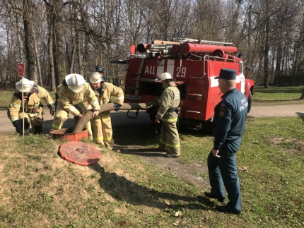 (25.04.19) Ельнинские огнеборцы провели пожарно-тактические занятия