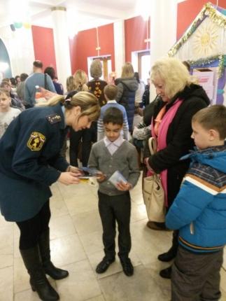 На Губернаторской ёлке сотрудники МЧС России напомнили детям о безопасности