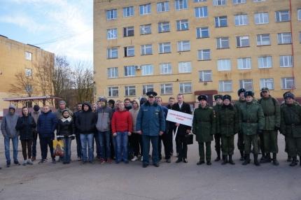 Смоленские пожарные-спасатели представили учебную точку на акции «День призывника»
