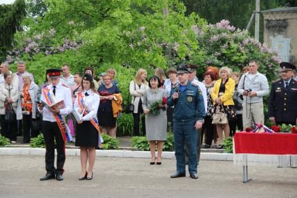 (24.05.19) Сотрудники МЧС России по Смоленской области обеспечили безопасность проведения последнего звонка в регионе