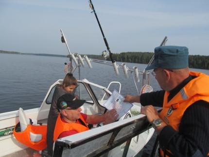 (14.10.2018) Инспекторы ГИМС настоятельно рекомендуют рыбакам соблюдать правила безопасности на водоеме