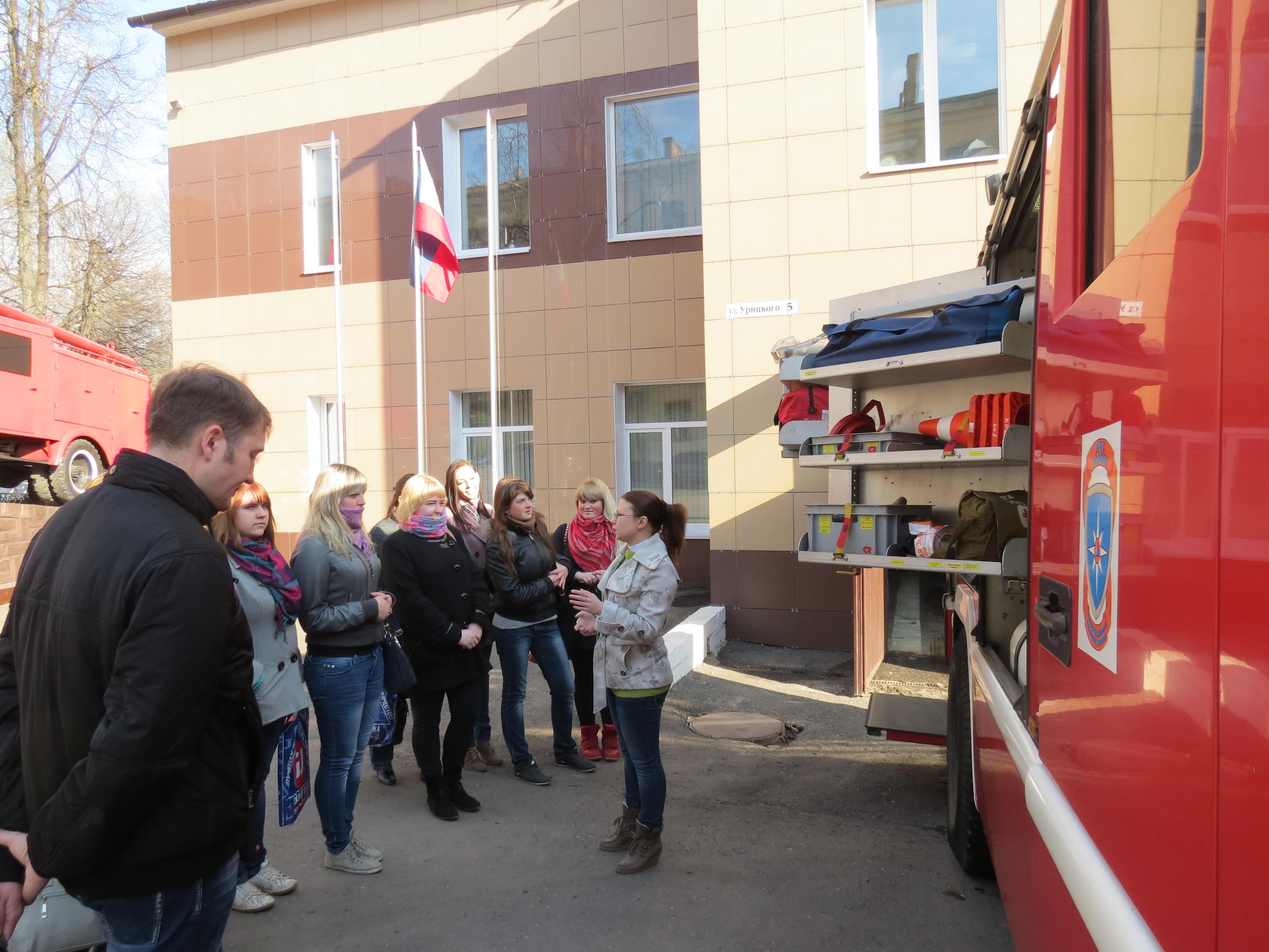 Будущие медики в гостях у пожарных