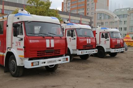(21.09.19) Пожарные провели занятия в одном из торговых центров Смоленска