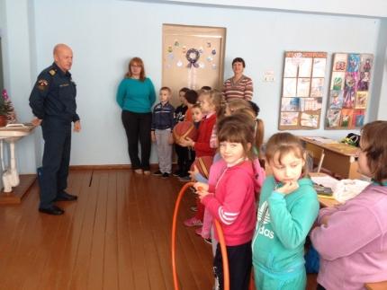 В Смоленской области продолжается профилактическая работа по обеспечению безопасности детей на водных объектах в зимний период