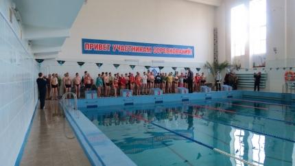 Команда Главного управления МЧС России по Смоленской области стала первой в соревнованиях по плаванию (12.05.2017)