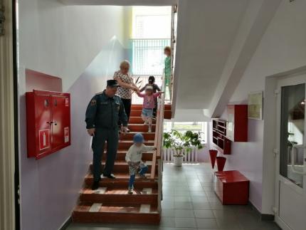 (21.05.19) Плановые тренировки по эвакуации прошли в нескольких учреждениях города Ярцево Смоленской области