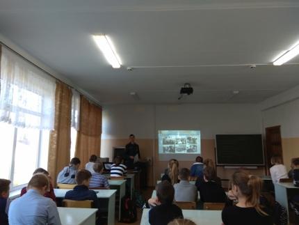 (11.10.2018) Сотрудники МЧС России продолжают проводить профилактические мероприятия в школах