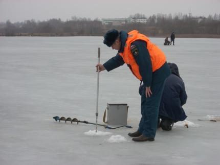 Водные объекты под пристальным вниманием специалистов ГИМС (1.01.2017)