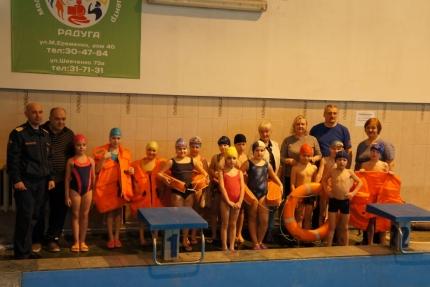 В городе Смоленске инспекторы ГИМС обучают детей безопасному плаванию (2.03.2017)