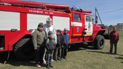 Огнеборцы провели урок «Основы безопасности жизнедеятельности» в сельской школе
