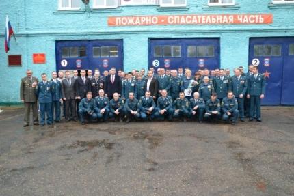 Рославльских огнеборцев поздравили с Днем пожарной охраны и отметили лучших сотрудников