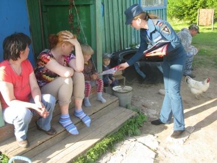 В Смоленской области продолжается противопожарная профилактика среди населения