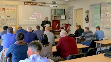Диспетчеры ЕДДС проходят обучение на базе учебно-методического центра Смоленской области (31.01.2017)