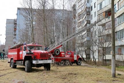 При пожаре в Сафонове пожарными было спасено 12 жильцов дома (3.04.2017)