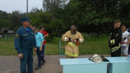 Об особенностях службы пожарного-спасателя