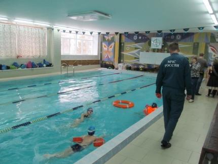 В Смоленской области инспекторы ГИМС обучают детей основам спасения на воде (18.01.2017)