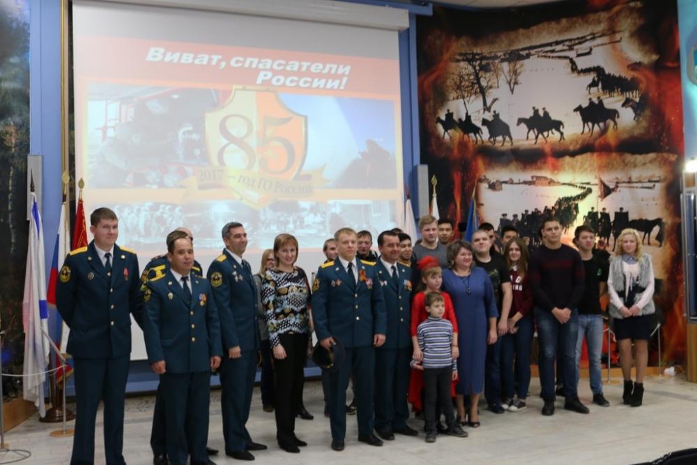 «Виват спасатели России».