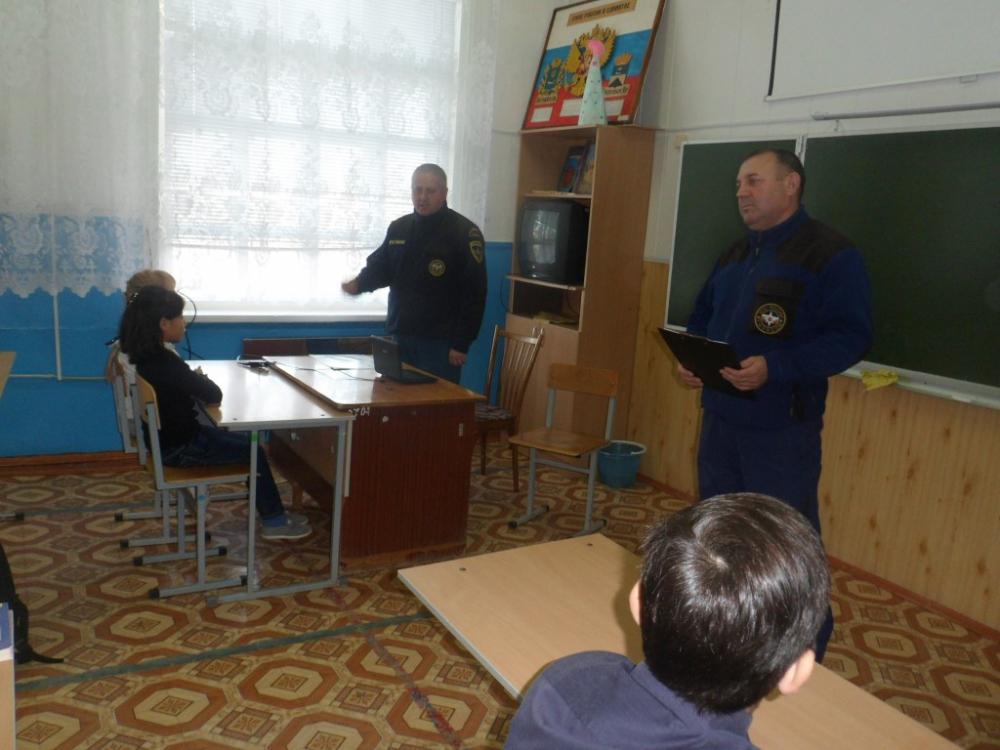 Инспекторы ГИМС по Черноярскому району провели урок безопасности