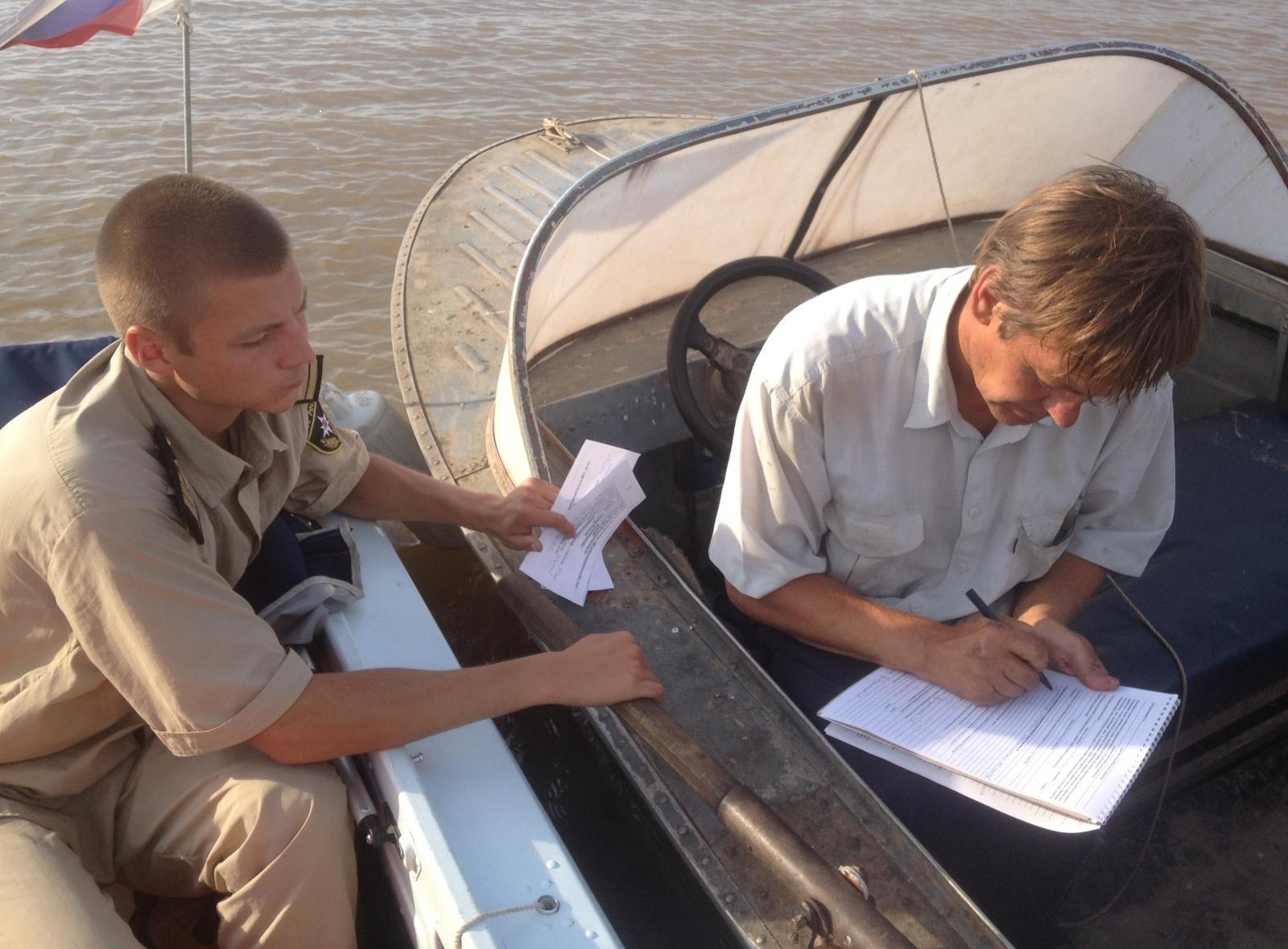 Владельцам маломерных судов и их пассажирам необходимо помнить о правилах безопасного поведения во время отдыха на воде