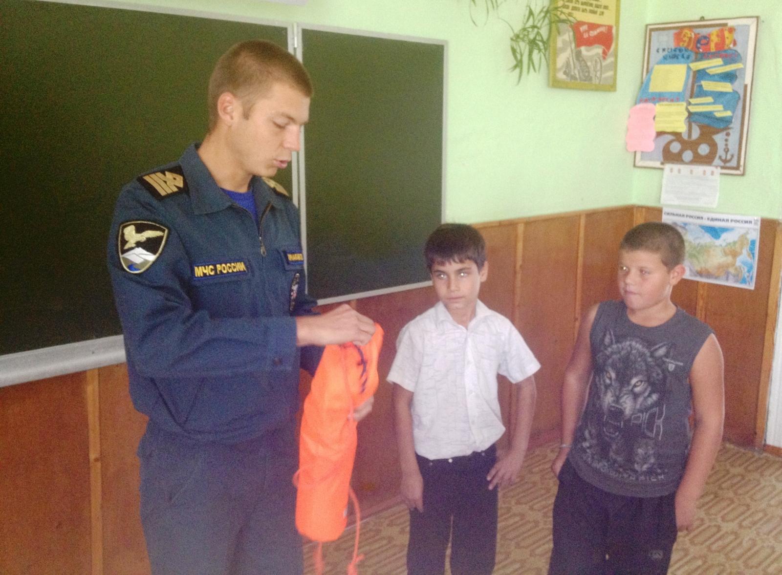 Ученикам Дубовского района Волгоградской области напомнили о правилах безопасного поведения у водоёмов