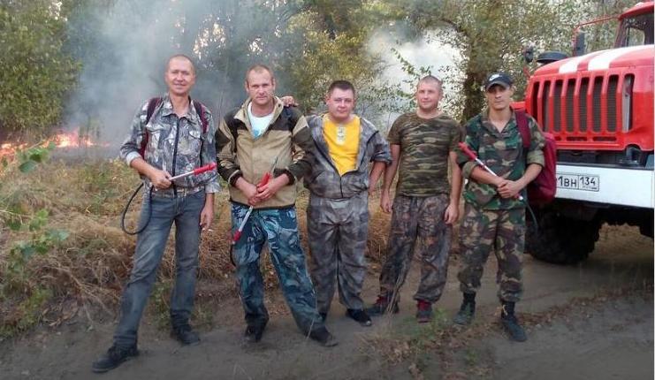 Под Волгоградом инспекторы рыбоохраны спасли из лесного пожара три московских семьи